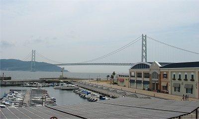 ポルトバザールから見た明石海峡大橋